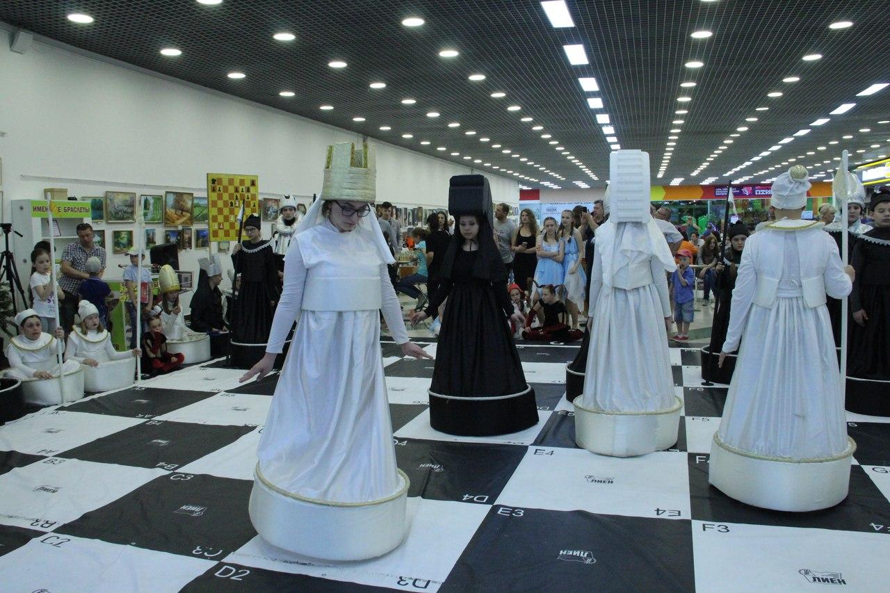 В Пассаже прошел городской фестиваль «Летим в лето»