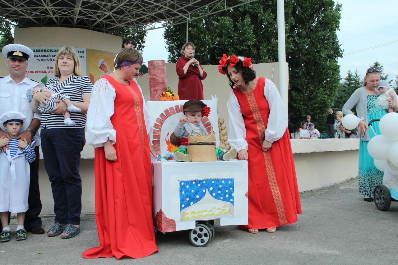 В Балашове прошел парад колясок