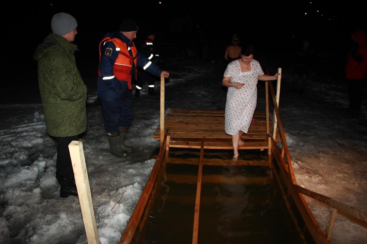 Балашовцы окунулись в крещенскую иордань