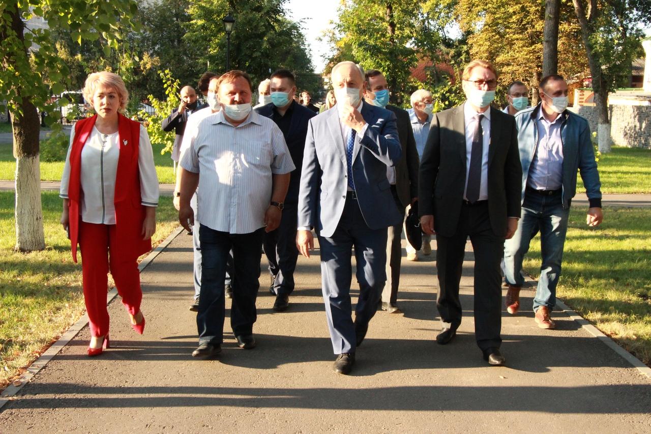 """Губернатор Радаев посетил Балашов и открыл """"Театральное Прихопёрье"""""""