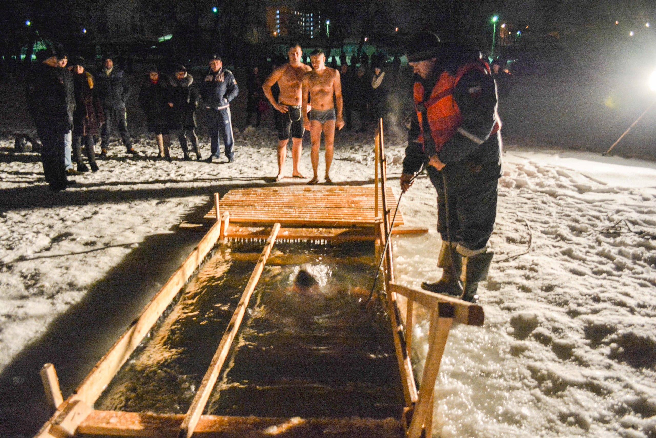 В Балашове прошли крещенские купания