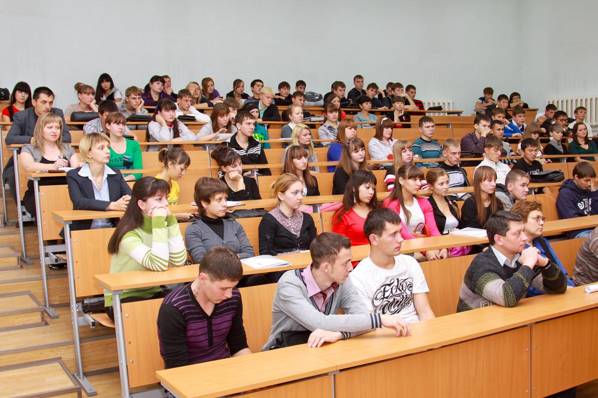 Студенты пориться