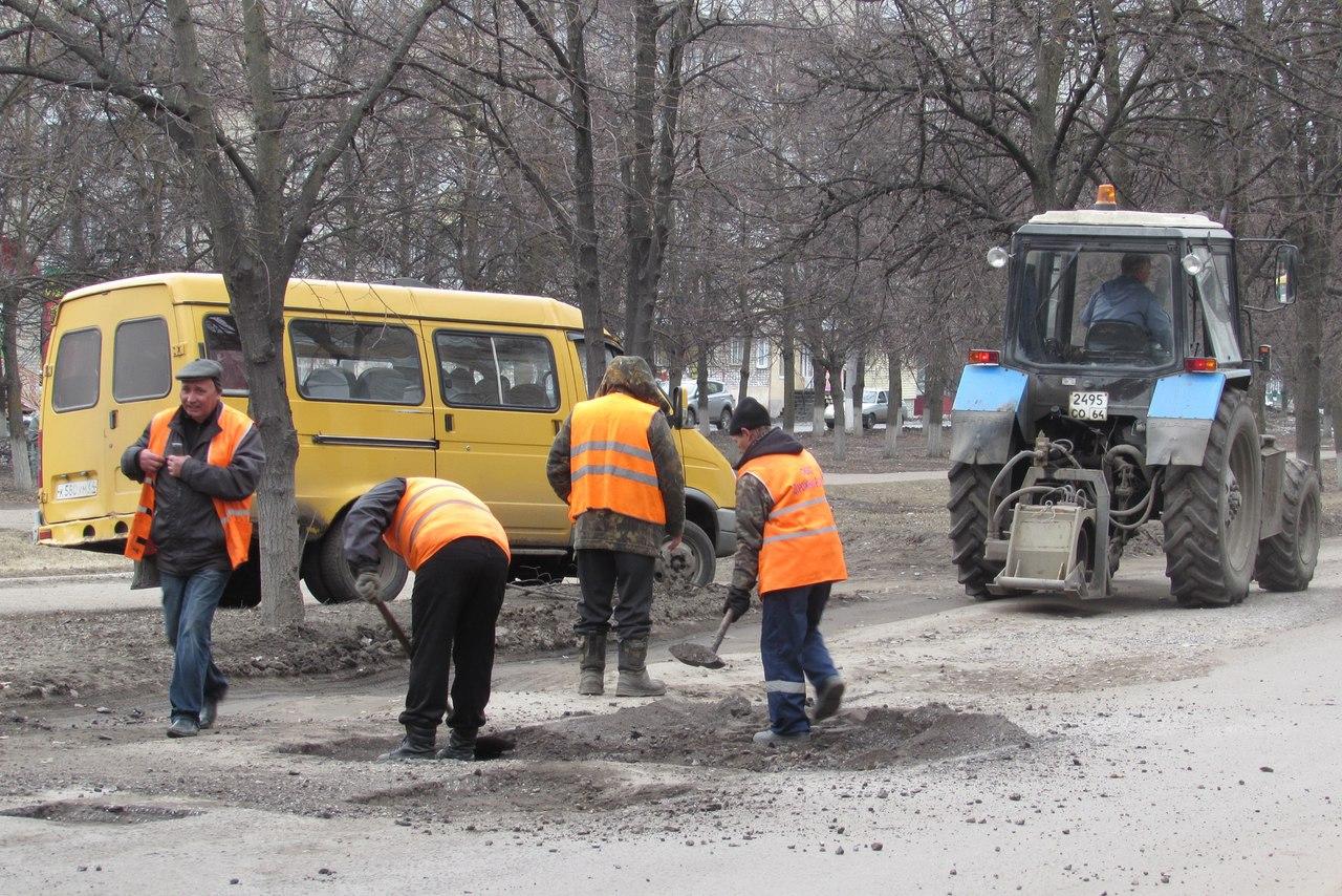 На проспекте Космонавтов начали ремонтировать дорогу. Фото и видео